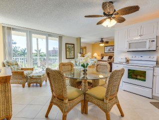Beautifully Updated Beach Condo - Walk to Dining/Shopping - WiFi/Cable