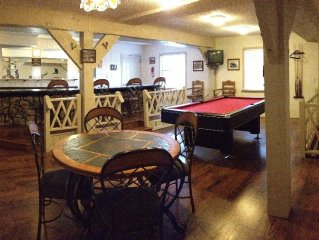 Large townhouse 1/2 mile from midtown.  Bar / Gameroom. Great deck & grill