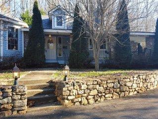 Stone Cottage-GREAT LOCATION near Biltmore Park & Blue Ridge Parkway!!