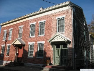 Vibrant 18th Century Townhouse Close to Shopping, Hiking, Amtrak, & the Hudson