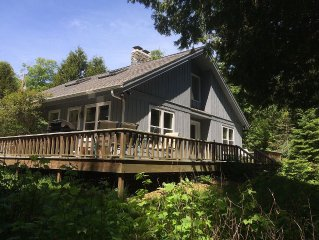 Newly Remodeled, 2 Acres w/200' Private Waterfront, Huge Deck, 5-Star Rating
