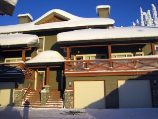 Trappers Crossing Townhome with Private Hot Tub