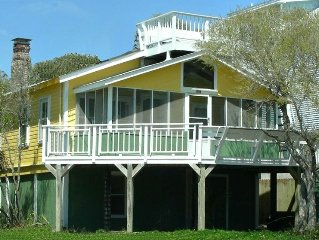 Oceanview Beach Cottage - Prime Location