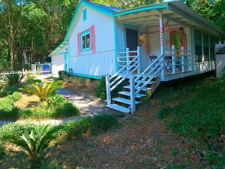 Folly Beach Cottage With Outdoor space! Footsteps From Beach & Downtown Folly!