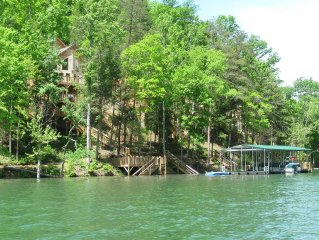 Lakefront Cabin, Private Covered Dock, Private Hot Tub, Sleeps 28