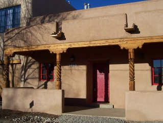 Puerta Colorada (Red Door): Taos Condo Just Blocks from Plaza