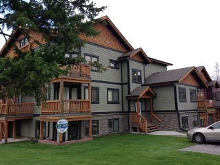 Pet friendly mountain retreat - book now for fall and ski season!