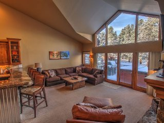 Spectacular Three Bed, Three Bath, Private Hot Tub.  Walk To Town & Peak 9 Lifts