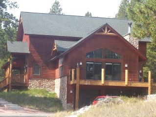 Beautiful 5 Bedrooom Mountain Home in Quiet Neighborhood, Wifi, Lots of Space