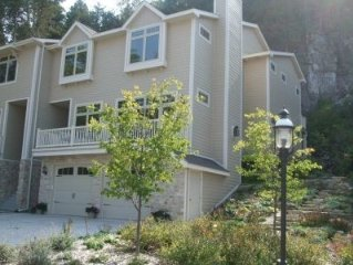 Heart of Fish Creek!- Newer Construction - 4BR, 4.5BA Condo-Sleeps 8-10