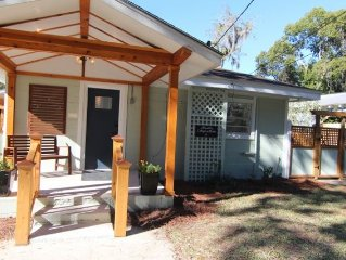St. Marys = Paradise! 2BR, 1B, Pet Friendly in Historic District - 2 Bikes.
