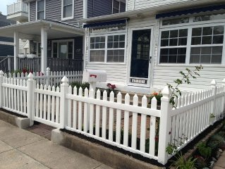 2 Blocks To Beach, New Kitchen/Living Room/W/D, Close To Shopping/Transportation