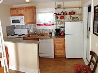 *Monthly Rental at Weekly Price!* 2BD/2BTH,Duval,Parking,Paradise!