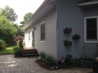 Quaint, Affordable Cottage!  Walking Distance to Downtown Saugatuck