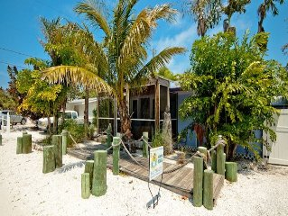 Beach Cottage 2 Homes from the Gulf! 2/1 Completely Remodeled!