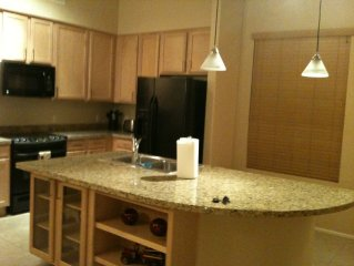 Beautiful Westgate Townhome, walking distance to Stadiums, Shopping, Restaurants