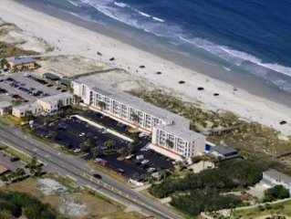 Beautiful 1/1 Oceanfront Condo-beautifully Decorated With Heated Pool !!!