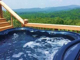 Foodie*Reunion*Hot Tub*Spectacular Mountain Views* Pet Friendly
