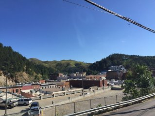 !! GREAT Rates for a Beautiful Home Overlooking Historic Downtown Deadwood  !!
