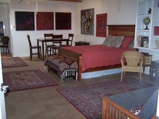 Sallie's BEST Guesthouse: GREAT NEIGHBORHOOD, comfortable, convenient, beautiful
