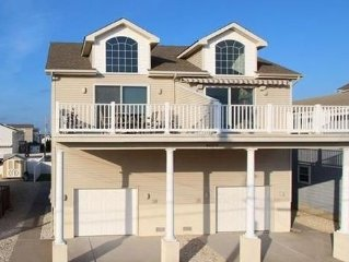 Beautiful  Sea Isle Property 4 bedrooms/3 baths Bay View -Walk to the beach!