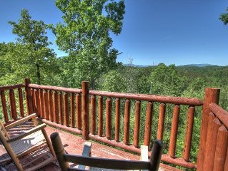 Beautiful log Cabin w/great view & Wi-fi minutes from Gatlinburg & Dollywood