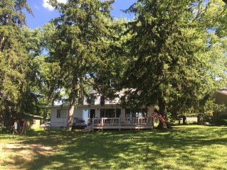 Spectacular Waterfront Cottage On Beautiful Green Lake. Perfect For Families!