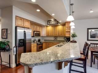 Beautiful condo located in central downtown close to everything! Sun & Ski Condo