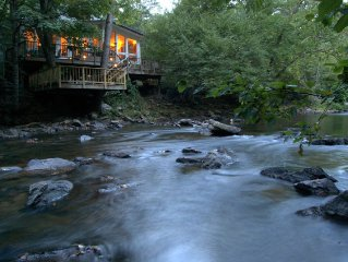 Peaceful riverfront retreat near Asheville dining, nightlife and activities