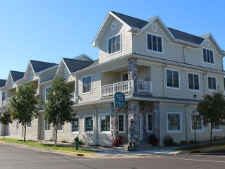 DTN Bayfield Lakeview Condo 2 BR + Sleeps 6, Pet Friendly, Walk to Everything