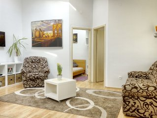 AWESOME loc'n by Operahouse, charming Apartment, Lux on budget