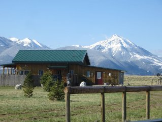 Scenic, Quiet Paradise Valley Vacation Rental