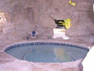 Tiki Beach, 3 bedroom, Ocean front Bungalow, heated Pool/Spa, dock, beach,