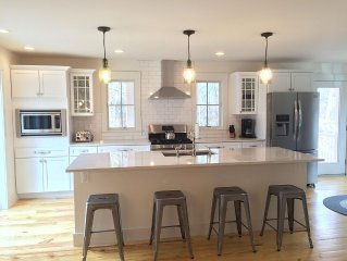 Brand New Home: Walk to town, AC, 4 beds/4bath, Screened Porch & Gourmet Kitchen