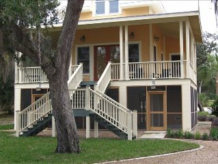 Riverfront, Pool, Dock, WiFi, HDTV, No cleaning fees!