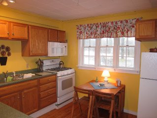 Adorable 3-Room Apartment Within Walking Distance To Camden And Rockport Harbors