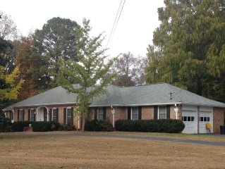 Lovely Home in Beautiful, Safe Neighborhood Close to Stone Mountain.