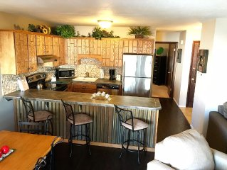 Cozy Condo with FREE WIFI, Near 7 Ski Resorts, Endless Mountain Activities