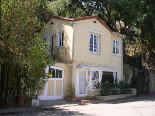 Charming Hollywood Hills Cottage W/ View, Near Universal Studios, Pet Friendly