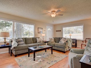 Cute, Cozy & Comfortable Cottage Conveniently Located In The Heart Of Town.