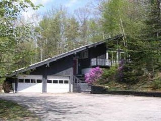 Large, Storyland vacation rental chalet close to everything