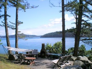 Beautiful Orcas Island Waterfront Home with Spectacular Views & Wildlife