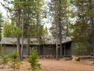 Newly Renovated 3 Br / 2 Bath Sunriver Cabin With WiFi, A/C, Sharc Passes