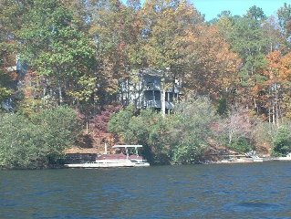 Lakefront,Hot Tub, 60 Inch TV, Wifi, Comp. Paddle Boat, Other Boat Rentals avail