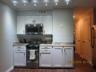 Renovated North Beach Condo, Minutes From Aquarium, Lexington, And Downtown
