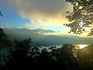 Secluded Cabin overlooking Fontana Lake and Great Smoky Mtn