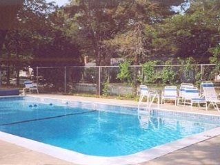 Walk to Many Beaches -Has Beautiful Pool -Private & Tranquil