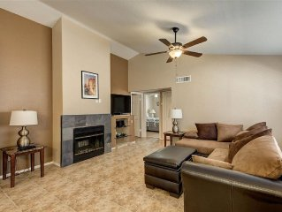 3 bedroom 2 bath, Community Pool, Remodeled, Dogs welcome