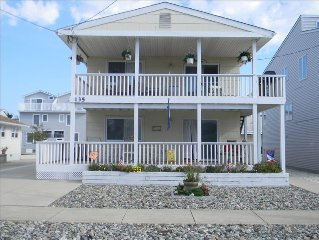 PET FRIENDLY, FAMILY HOME ON QUIET STREET, ONE BLOCK TO BEACH,