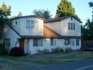 Large Well Furnished, Seatac Home. Close To All That Seattle Has To Offer